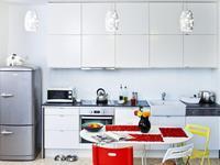Funkcjonalna aranżacja kuchni. Białe meble kuchenne