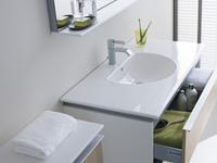 Duravit Darl. Funkcjonalna biała łazienka w filigranowej odsłonie