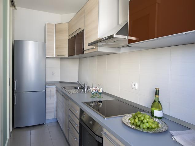 Jak urządzić małą kuchnię. Mała kuchnia z użytecznymi i komfortowymi meblami